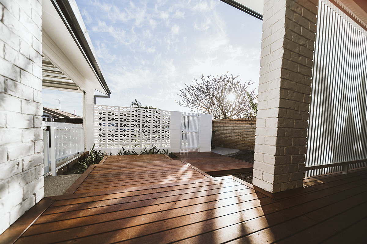 Deck boardwalk outdoor entertaining and entrance areas builder gold coast