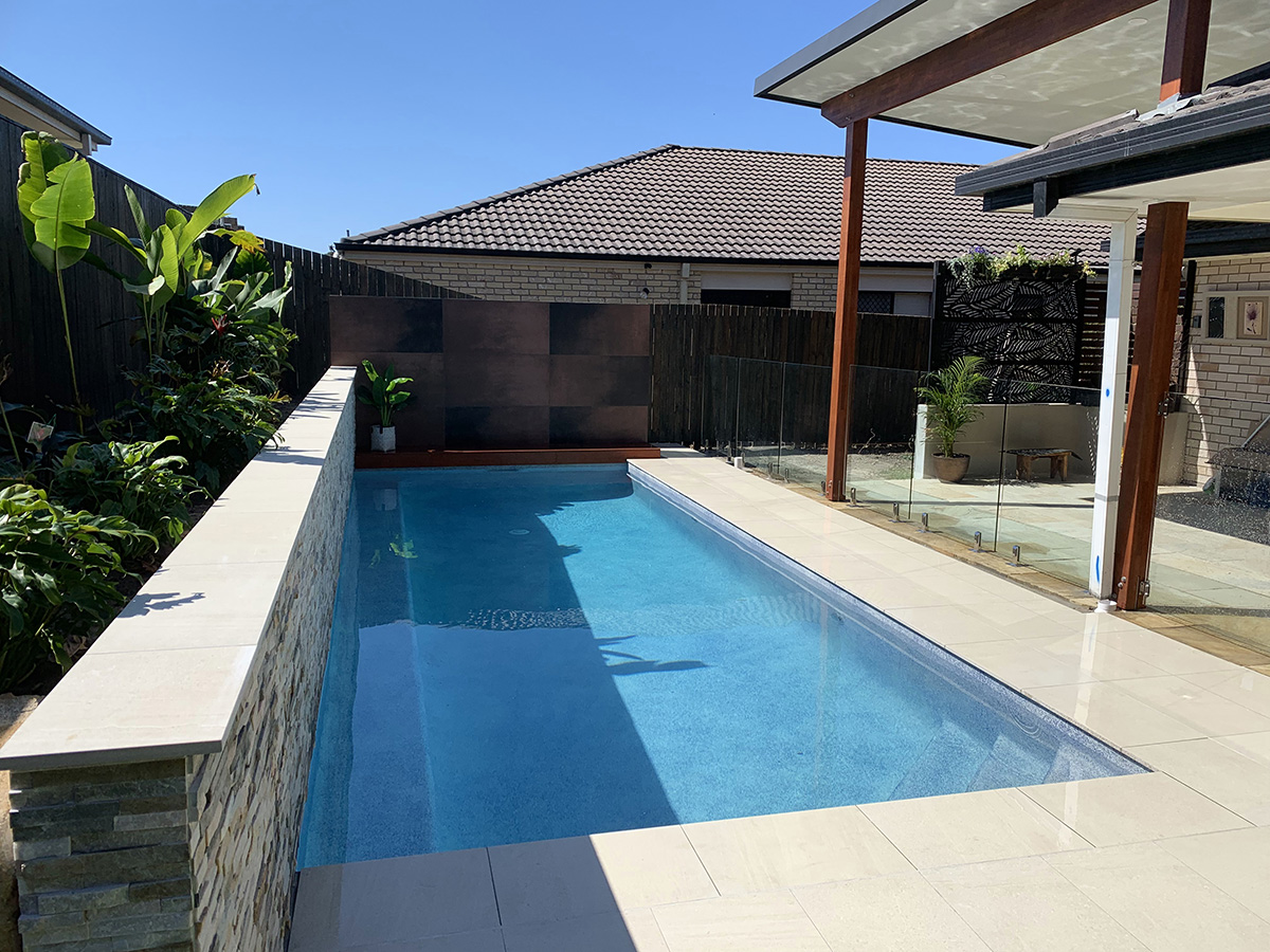 swimming pool feature surround builder gold coast